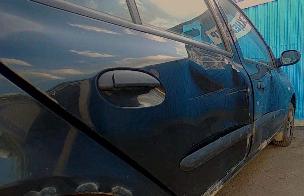 До ремонта двери автомобиля Renault Symbol